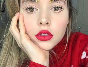 Photo of The latest holiday beauty trend 'Christmas tree eyebrows' and it's simply wild