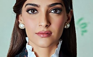 Photo of Sonam Kapoor looks stunning in this outfit