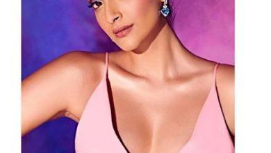 Photo of Sonam Kapoor looks beautiful in this taffeta ballgown