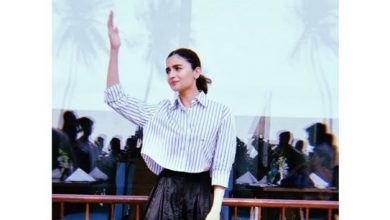 Photo of Alia Bhatt looks gorgeous in this striped cropped shirt