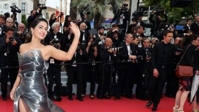 Photo of Hina Khan stuns in this silver metallic gown at Cannes red carpet