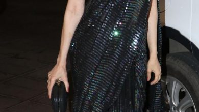 Photo of Karisma Kapoor stuns in this black sari at LFW 2019