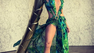 Photo of Jennifer Lopez stuns everyone with her iconic green dress at the Milan Fashion Week
