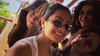 Photo of Ekta Kapoor and friends vacation in Thailand