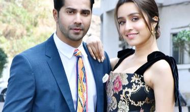 Photo of Varun Dhawan and Shraddha Kapoor looked dashing on the sets of Indian Idol 11