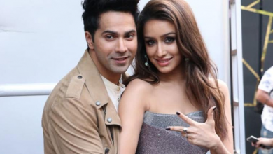 Photo of Varun Dhawan and Shraddha Kapoor promote their film in a popular college in Juhu