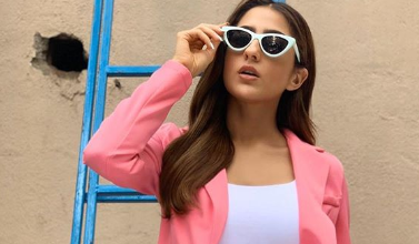 Photo of Sara Ali Khan look gorgeous in a baby pink pantsuit