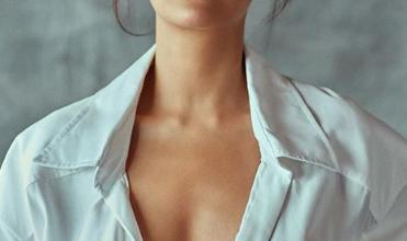 Photo of Esha Gupta looks hot in bikini