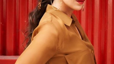 Photo of Karisma Kapoor looks gorgeous in monotone shirt and skirt combo