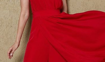 Photo of Karisma Kapoor looks red hot in one-shoulder jumpsuit