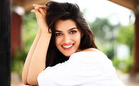 Photo of OMG: Kriti Sanon gains 15 kgs for her role in Mimi
