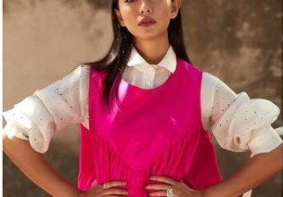 Photo of Sayani Gupta Looks Summer Ready In This Hot Pink Dress