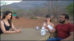 Photo of Salman Khan cleans his Panvel farmhouse with Iulia Vantur