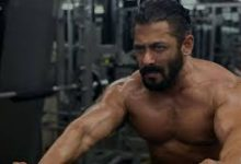 Photo of Salman Khan shows off his beefed up muscles post finishing a midnight workout session