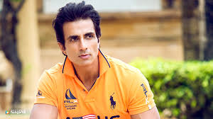 "Photo of Sonu Sood warns fake Twitter account user to stop ""cheating business"""