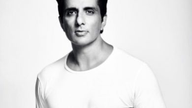 Photo of Sonu Sood's phone can't stop buzzing with messages from people asking for help